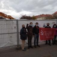 Zástupci KSČM a KSM přišli vyjádřit svůj nesouhlas s odstraněním pomníku I. S. Koněva (Praha, náměstí Interbrigády, 20.11.2020)