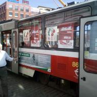 Viktor Pázler u volební tramvaje